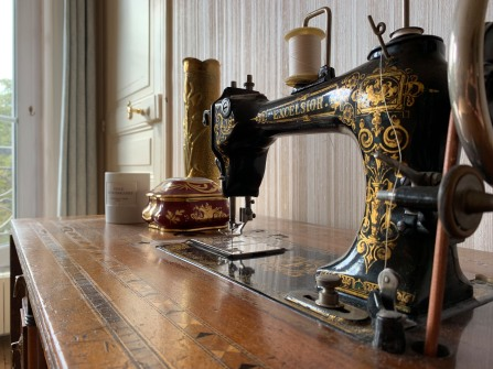 Parisian apartment - sewing machine (close up)